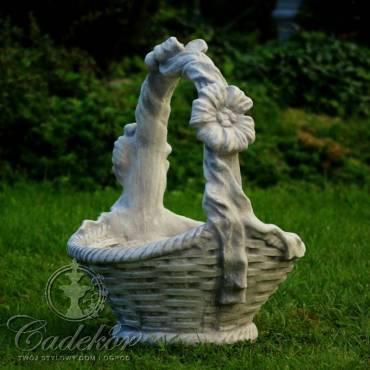 Koszyk z trzema kwiatami
