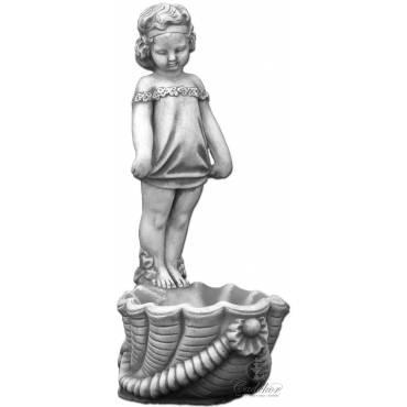 Dziewczynka stojąca nad muszlą - donica