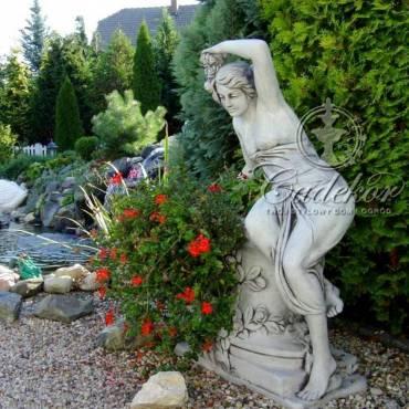 Siedząca Dama z Kwiatami