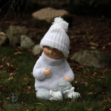 Chłopiec w śniegowym sweterku 33cm