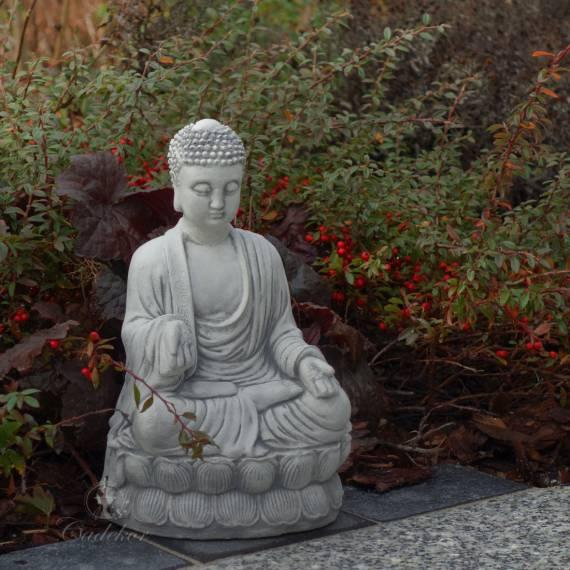 Figurka Budda siedzący na postumencie