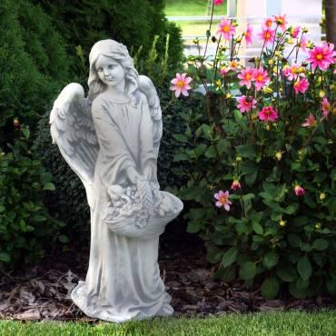 Aniołek z koszem kwiatów