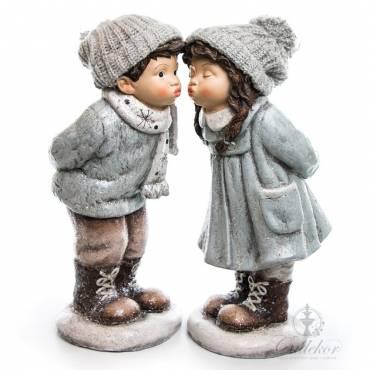Figurka ceramiczna buziak chłopiec
