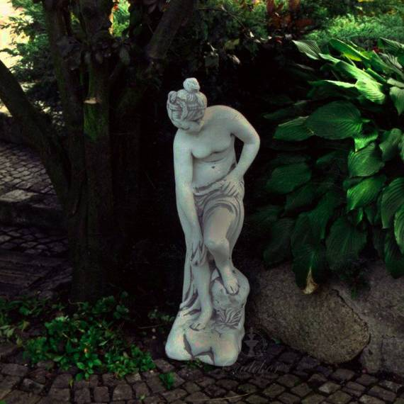 Wenus w Kąpieli (średnia)