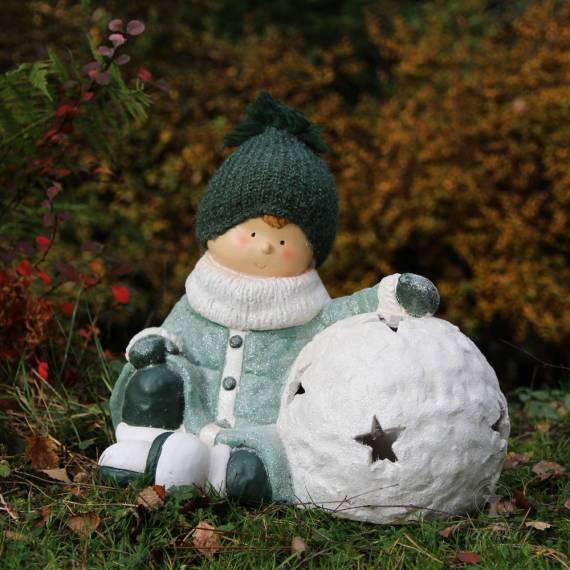 Chłopiec z kulką śniegu 33cm