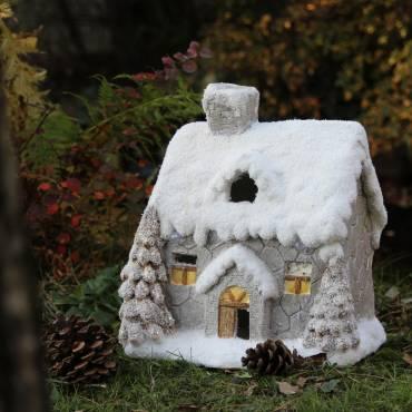 Domek świąteczny LED h 32 dł 20 cm