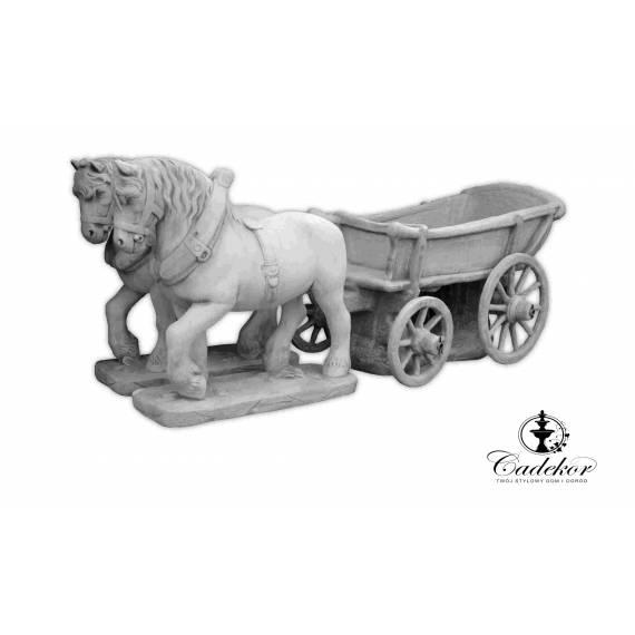 Konie w zaprzęgu – figura ogrodowa – kwietnik