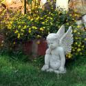 Engelchen mit gestütztem Kopf