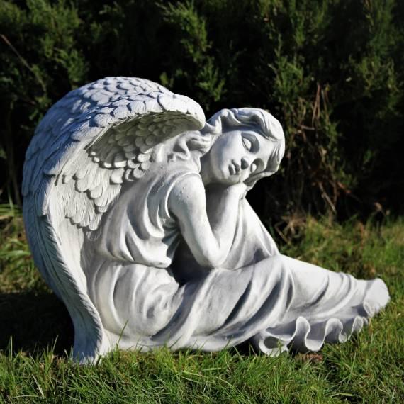Lehnender Engel