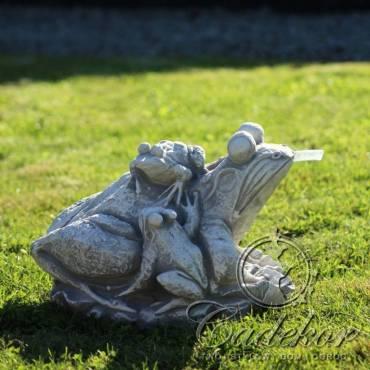 Trzy żabki - element fontanny