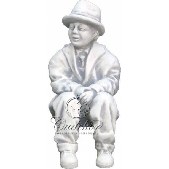 Siedzący Dziadek - dekoracyjna figurka do ogrodu